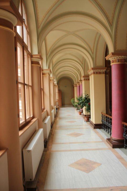 Culoar lateral al holului