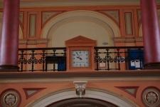 Ceasul din holul principal